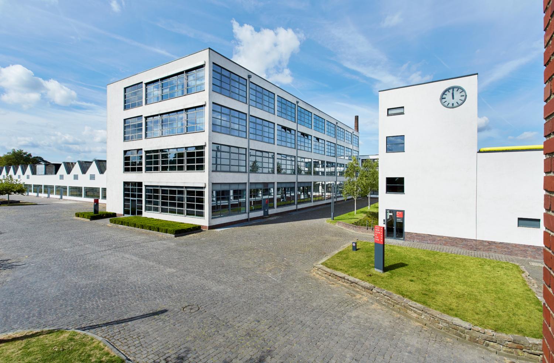 c-MVDR-mies-van-der-rohe-Ansicht-002-HE-Gebaeude-hi-1500×984